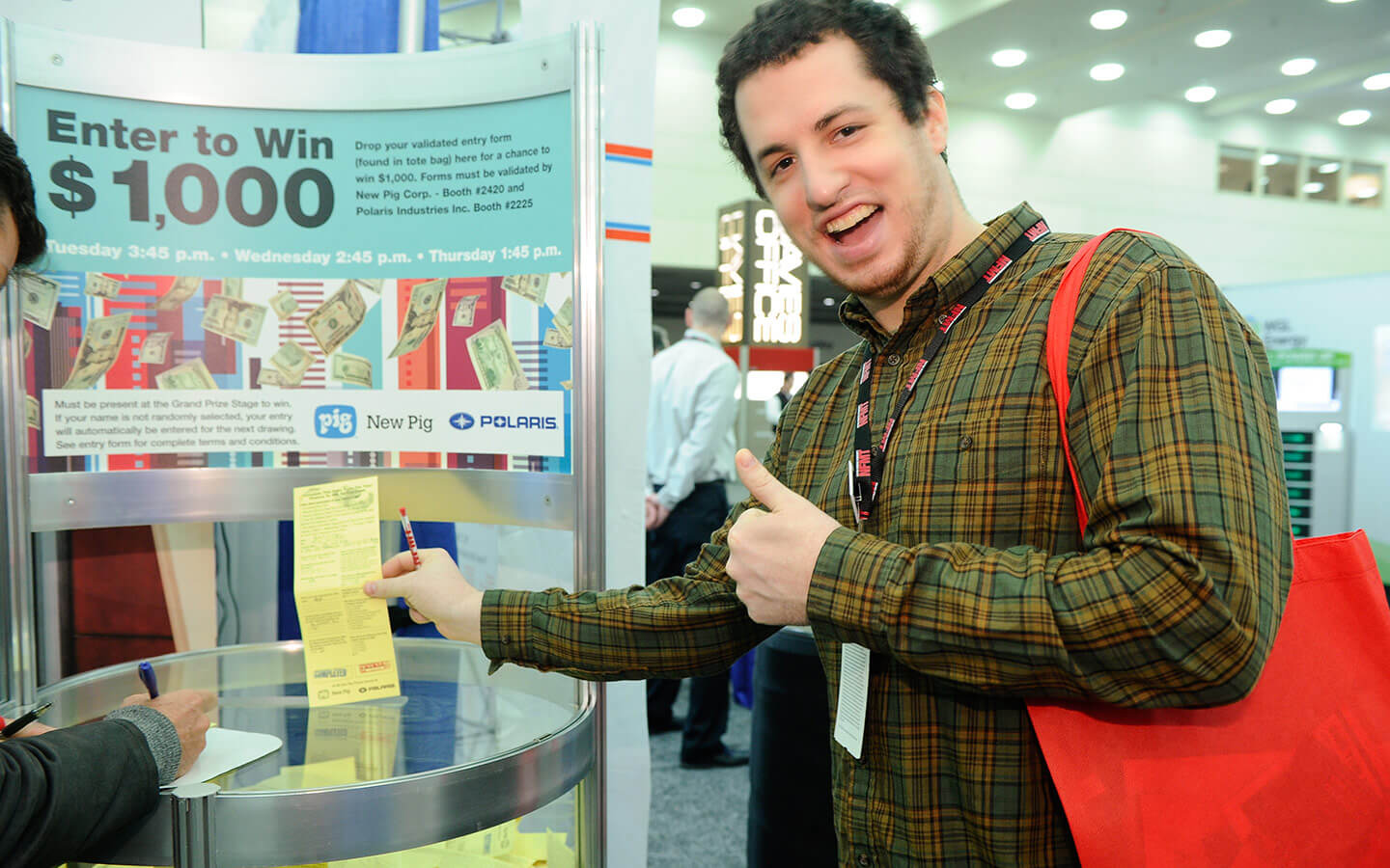 Attendee giving thumbs up as he enters daily cash drawing